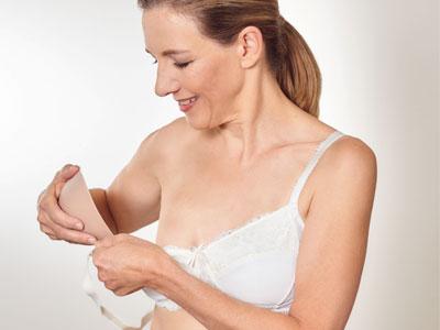 Er du opereret for brustkræft har du ret til en brystprotese